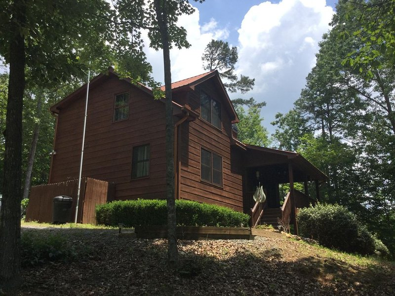 Beautiful 3 Separate Bedroom/3 Bathroom Cabin! Perfect vacation cabin!, vacation rental in Ellijay