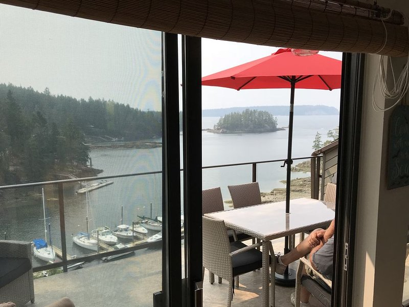 Relaxing Oceanfront Townhouse with amazing views,  2 hours away from Vancouver, vacation rental in Egmont