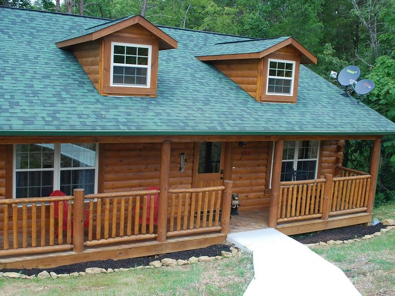 Welcome to our cozy cabin*wifi*HotTub* 5 Stars *, holiday rental in Seymour