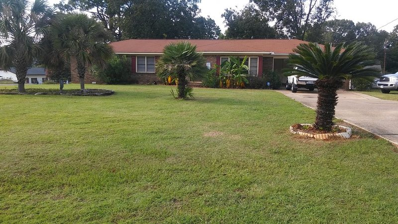 Tropical Paradise . Great For Game-Day Weekends, vacation rental in Tuscaloosa
