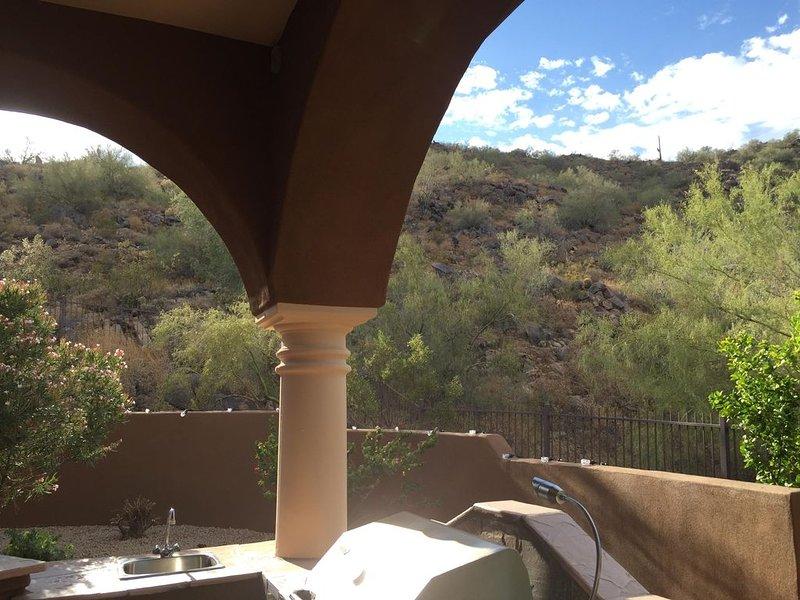Peaceful & Private Arizona Oasis With Mcdowell Mountain Backyard, casa vacanza a Fountain Hills