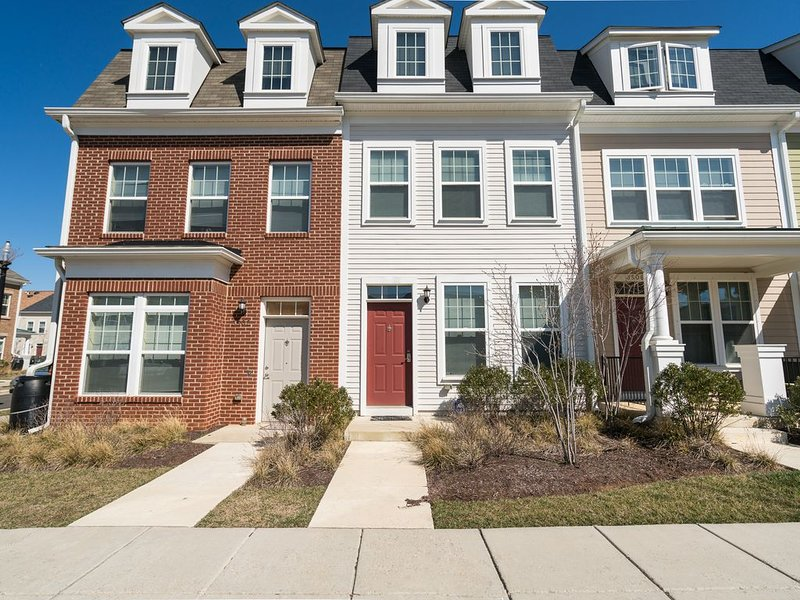 LOVELY 2BR 2.5BA TOWNHOME, vacation rental in Hyattsville
