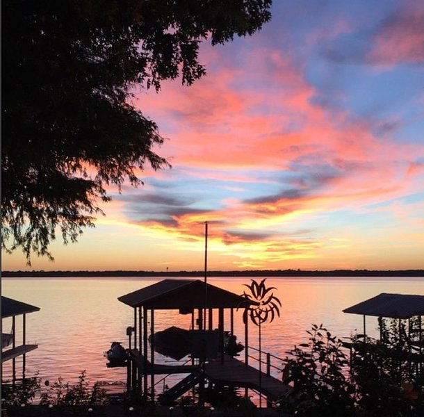 Beautiful views on your own Wide Open Water.  Your 'Lake Home Away From Home'., location de vacances à Kemp