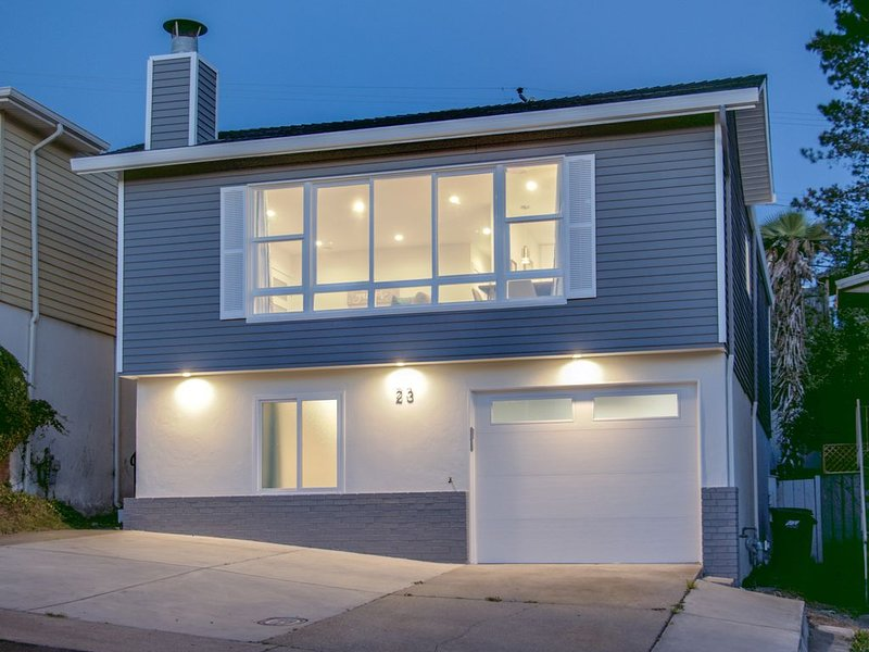 New Listing!! 5 Star Host Majestic Ocean View Contemporary Home by San Francisco, vacation rental in South San Francisco