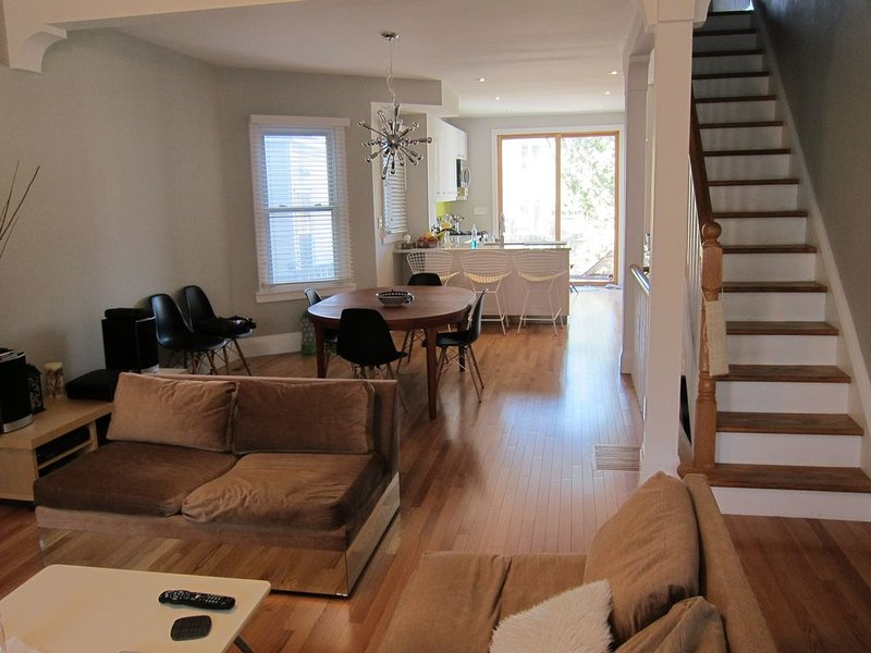 Downtown Family-friendly home for rent in Toronto's trendy Leslieville, holiday rental in Toronto