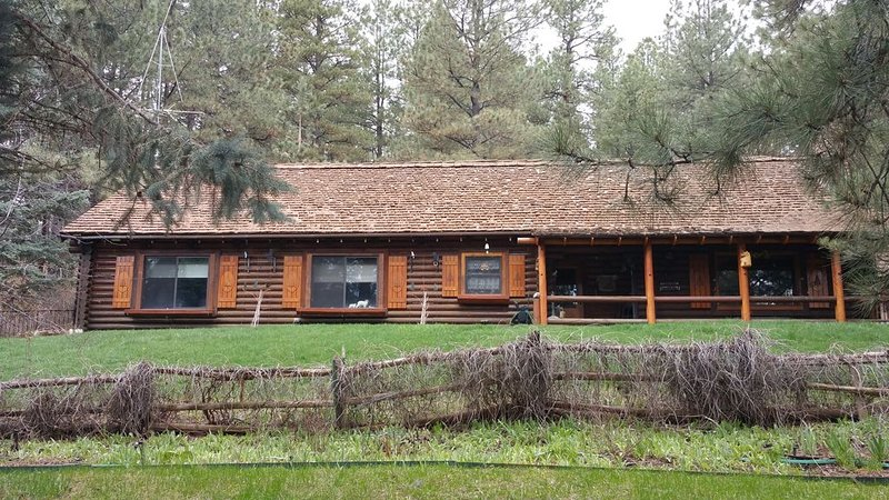 Great 2300 sq. ft. cabin in the pines....2 miles from the lake.  Enjoy 4 acres, alquiler de vacaciones en Bayfield