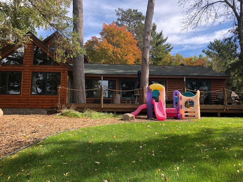 Beautiful Gull Lake home right in the center of the action!, casa vacanza a Nisswa