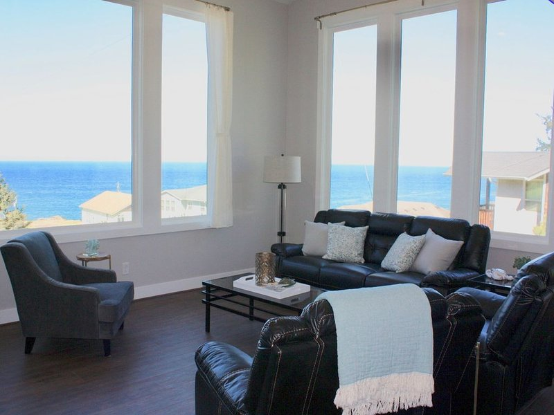 Completely Remodeled Home with Amazing Ocean Views!, location de vacances à Depoe Bay