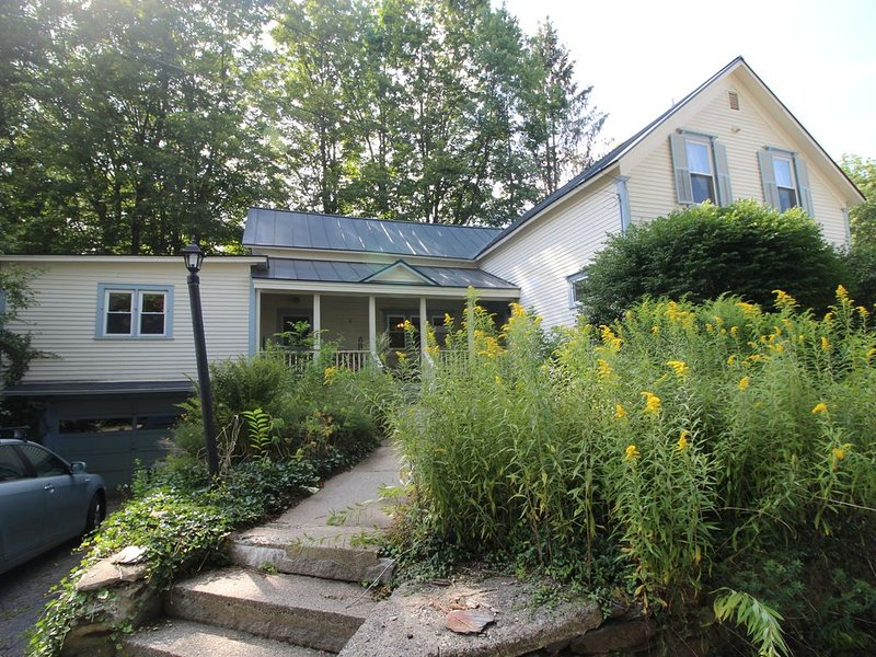 Ski, Snowboard, Hike, or just Relax at our Spacious Home for Family and Friends!, holiday rental in Chesterfield