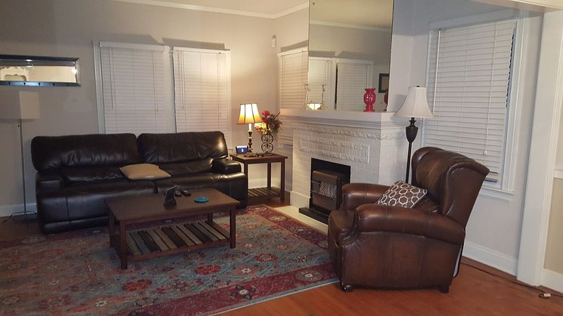 Spacious home in the center of Tulsa, holiday rental in Sand Springs