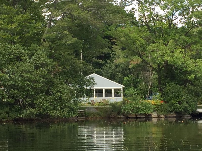 Camp on Granite Lake, holiday rental in Keene