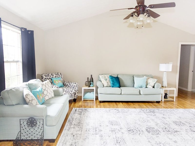 BEST of Nicholasville. 20 min to UK and Keeneland. REMODELED, location de vacances à Lawrenceburg