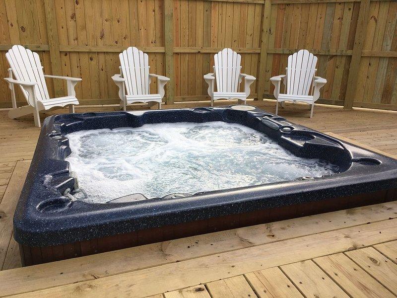 Spacious, pet friendly Village Home with Hot Tub - Monthly rentals offered, aluguéis de temporada em West Valley