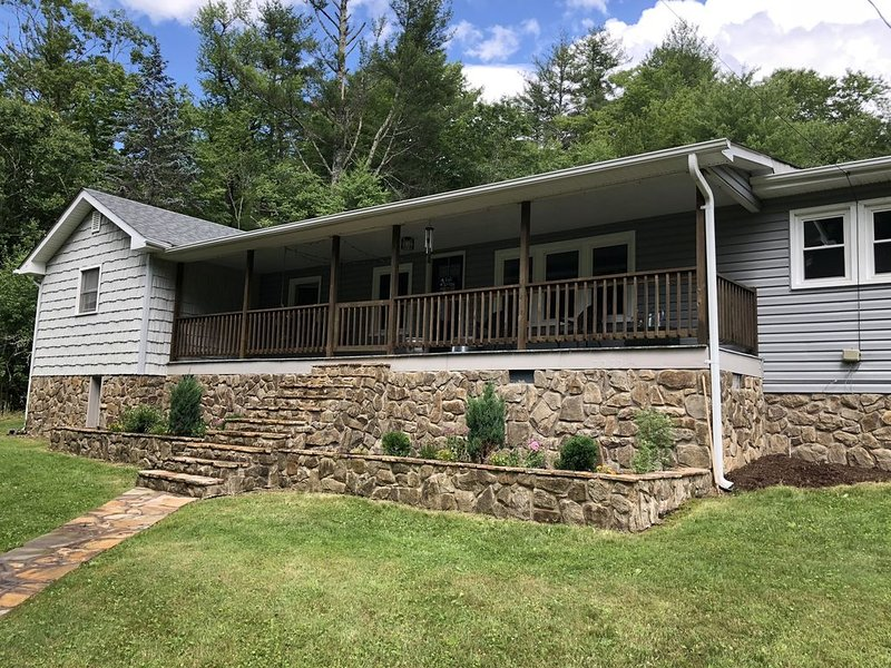 Escape to Linville Falls & Jonas Ridge, NC!, holiday rental in Spruce Pine
