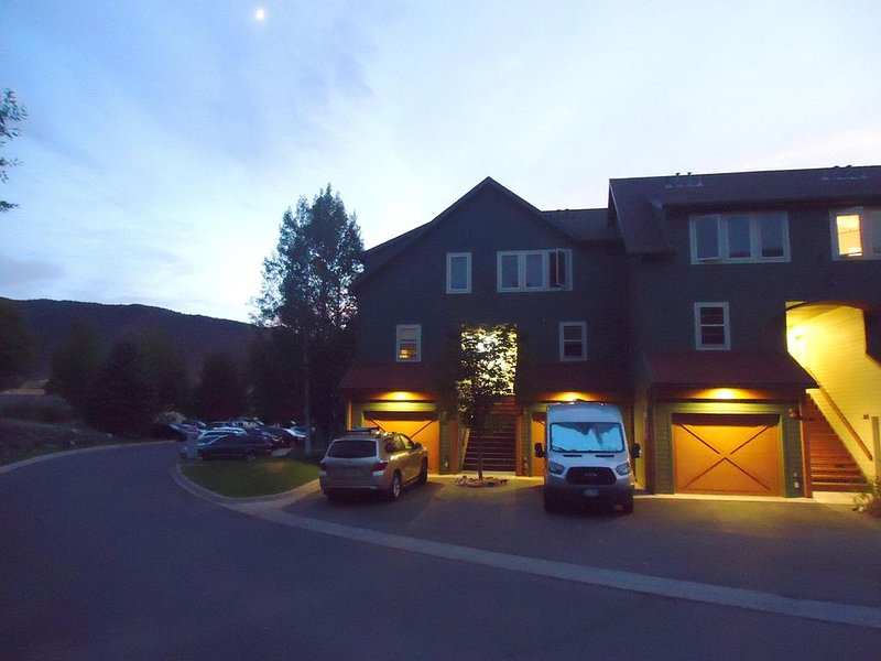 Awesome Lakeside Townhome corner unit with beautiful mountain views, vacation rental in Basalt