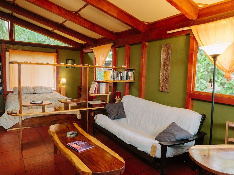 The Li'l Red Tropical Farm Loft in Hawaii, alquiler vacacional en Kalapana