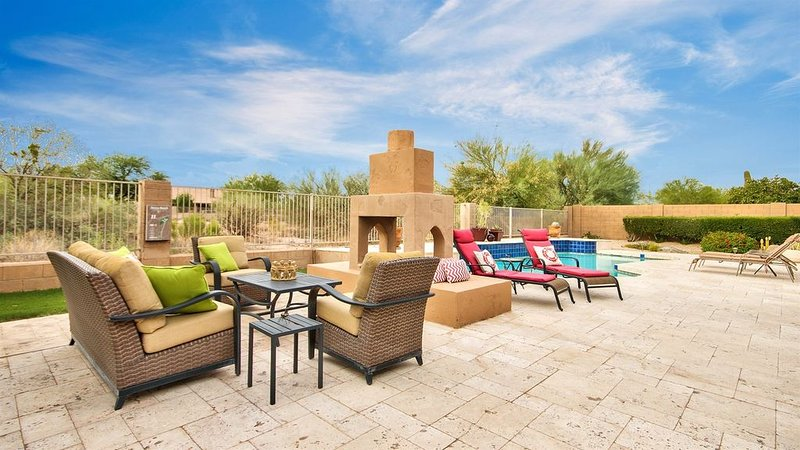 Beautiful 4 BR Home in Private Community w/ HEATED pool! Entertainers Paradise!, vacation rental in Cave Creek