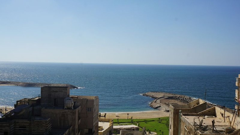 FREE AIRPORT PICK UP beautiful sea view Apt,in the heart of Alexandria, vacation rental in Alexandria Governorate