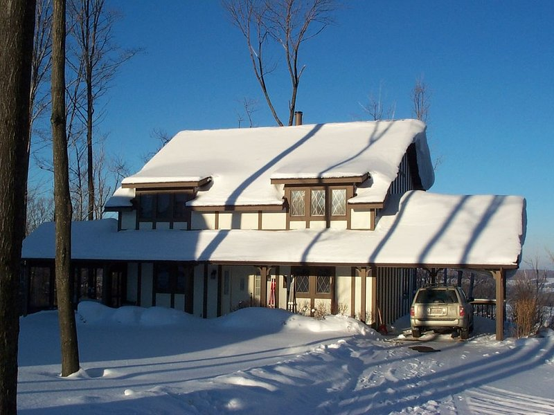 Winterberry Lodge: Ski In/Out of this slopeside single condo. Best location!, vacation rental in Chautauqua County