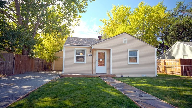 Beautifully Renovated Cottage Bungalow!, vacation rental in Arvada