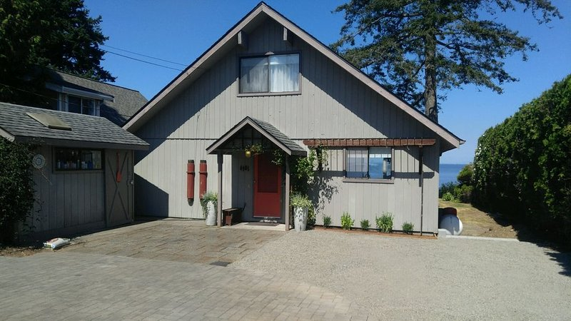 Charming Birch Bay Beach Front House ~ Newly Remodeled In 2017, alquiler vacacional en Blaine