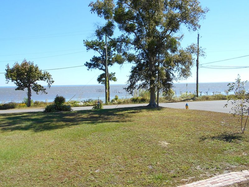 Beautiful waterfront views, vacation rental in Mobile