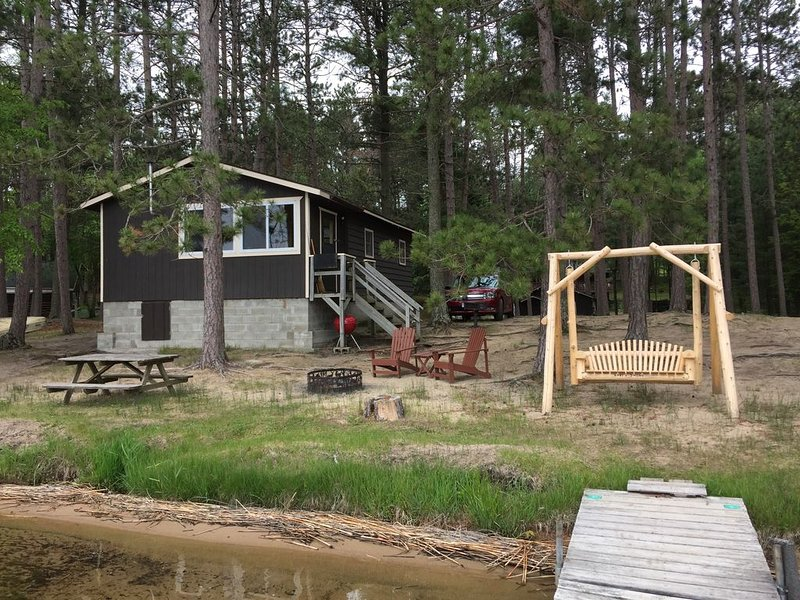 Lake front cottage - Brainerd Lakes Area - beautiful sandy beach, pristine view!, holiday rental in Longville