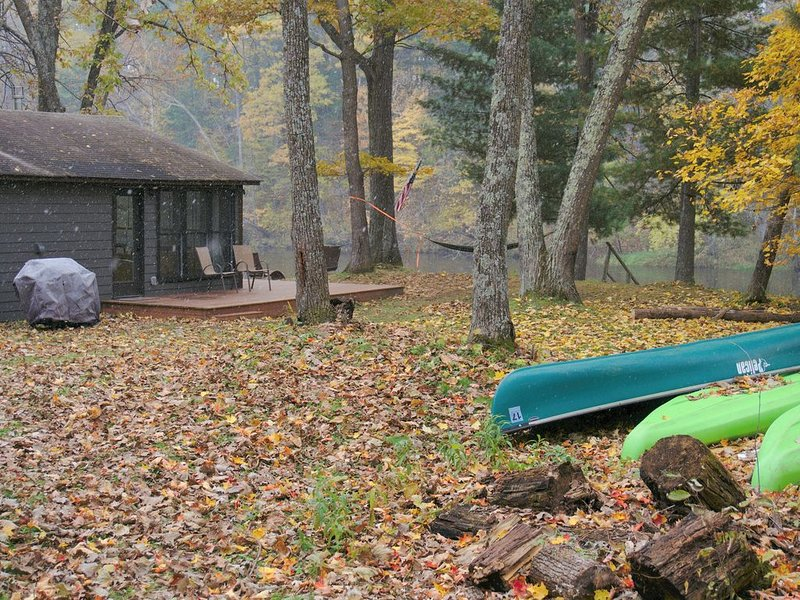 Dog friendly getaway- Fall Special $99 certain dates, holiday rental in Hinckley