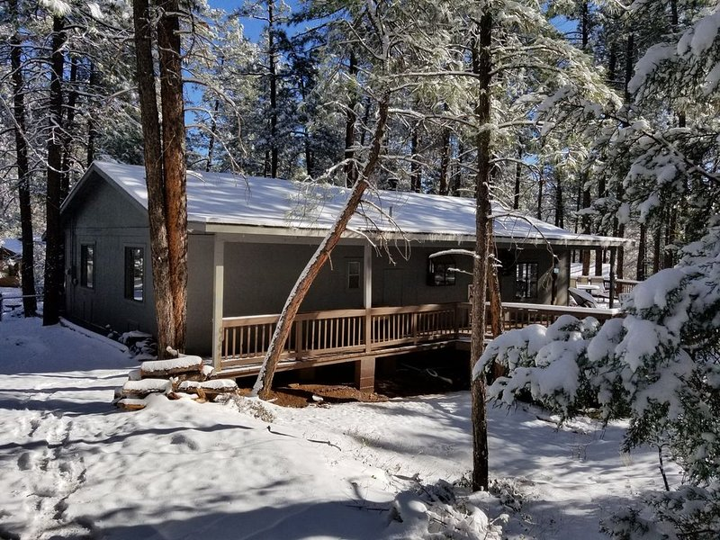 Simply Amazing....Remodeled Cabin with Strawberry's Largest Deck, vacation rental in Pine