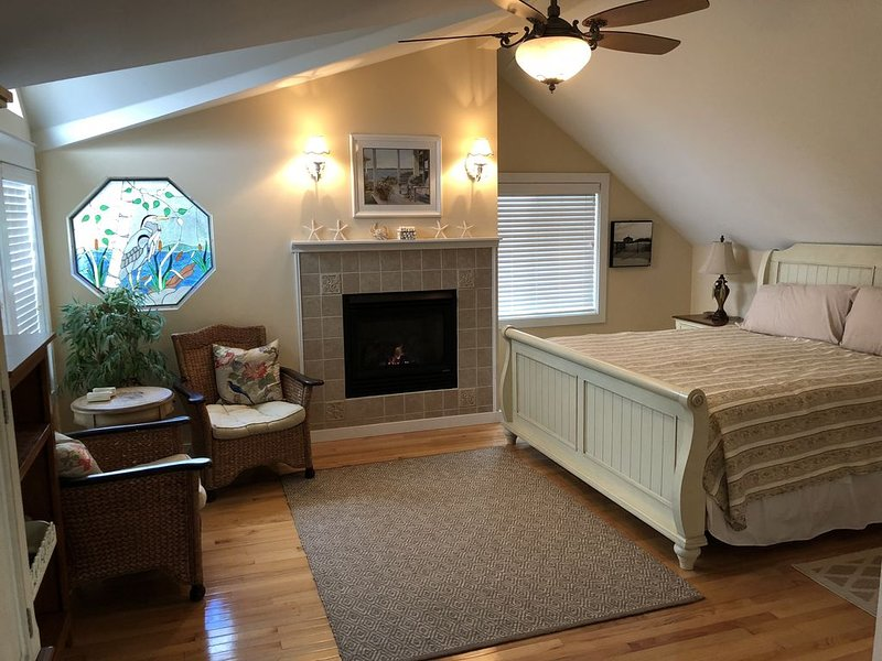 Charming Seabreeze Cottage, holiday rental in Seaside
