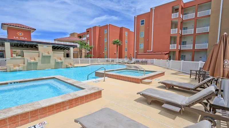 3 bedroom for the price of 2 at beautiful La Isla, vacation rental in Port Isabel