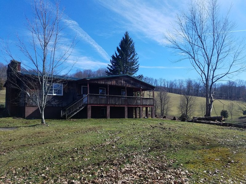 Private and secluded. Newly remodeled home located on a beautiful 70 acre farm, holiday rental in Summersville
