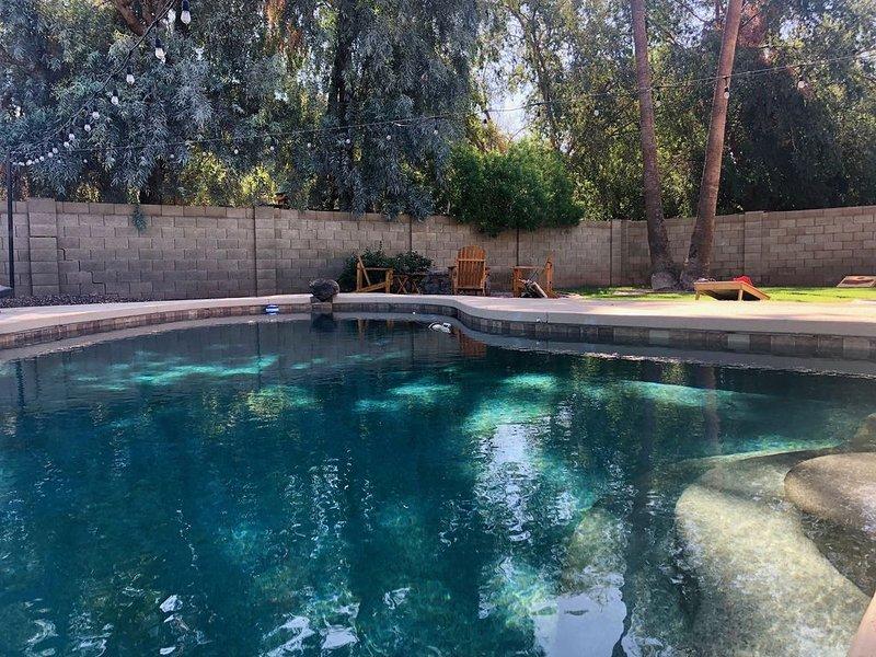 Backyard to write home about - Outdoor TV, Pool, Golf & Shopping - COMING SOON!, alquiler de vacaciones en Mesa