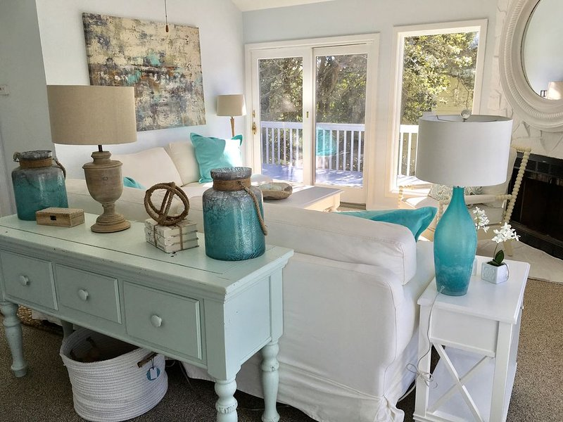 Corolla Home Yards Away From Pristine Beaches, Steps From Currituck Sound, vakantiewoning in Corolla