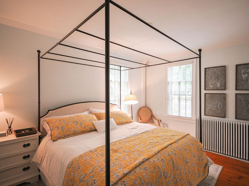 The Gables of Rhinebeck Inn (Blue Ridge Suite), vacation rental in Rhinebeck