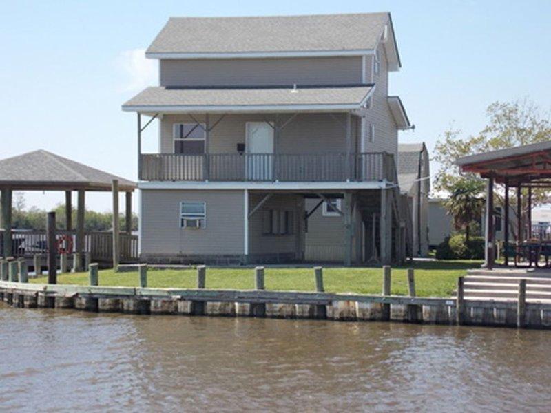 Cabin 3 - Jean Lafitte Harbor, holiday rental in Lafitte