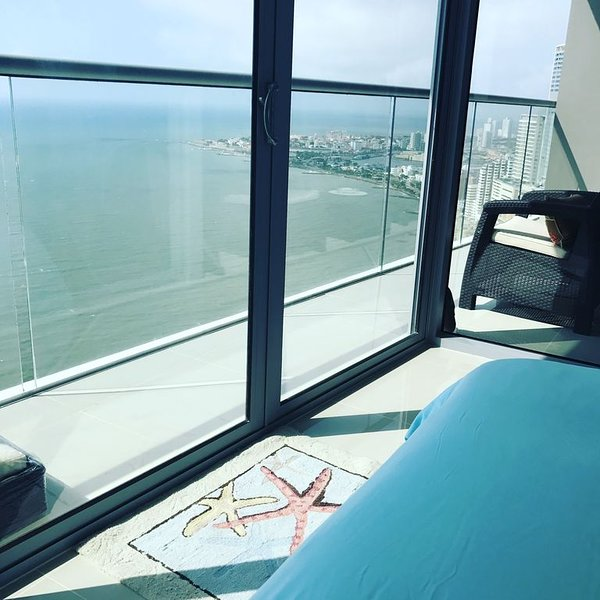 SIMPLY PARADISE New 2017 Direct Ocean Front Luxury condo on the  38th Floor, vacation rental in Cartagena