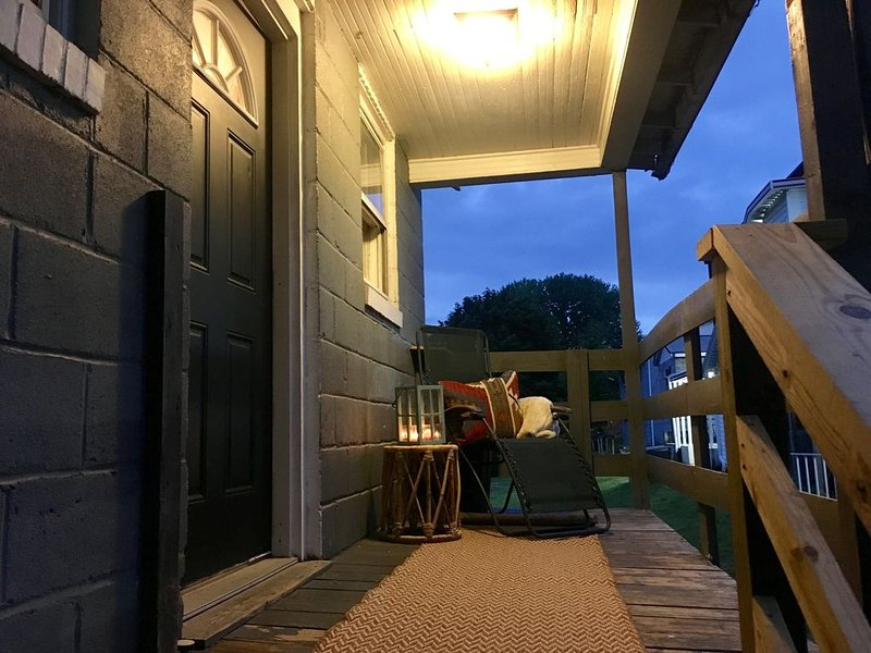 Tree House Apartment located in Mountain Top Town..gateway to New River Gorge., vacation rental in Mount Hope