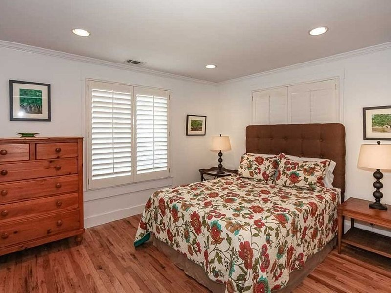 Close to the heart of downtown; great for girl's weekends or family vacation!, vacation rental in Fredericksburg
