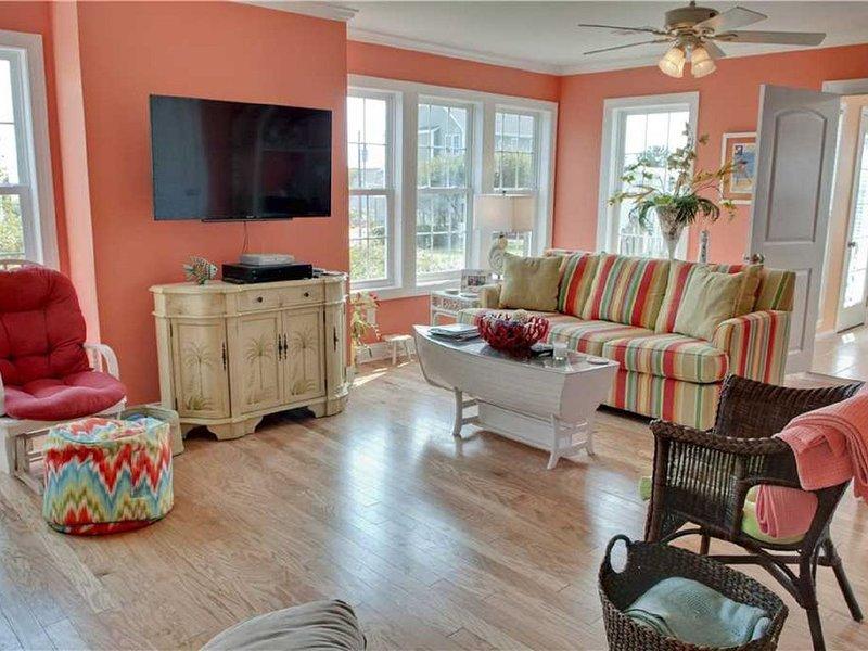 4 Bedroom, 2.5 Bath,  sleeps 8,  Ocean View, Large Family Room and Sunroom, vacation rental in Emerald Isle