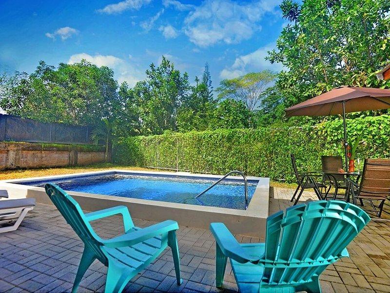 New! Casa Tejas, Unique 3 story teak, stone getaway in private, gated community, alquiler de vacaciones en Playa Hermosa