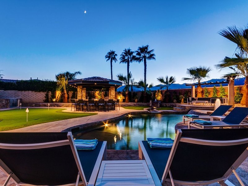 5 Star - Luxury & Inspired - Monthly Rental, holiday rental in Sky Valley