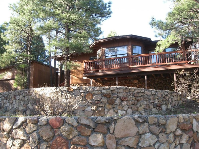 Bookings available for the Fall season in Sept. Great time of year in N. AZ !, casa vacanza a Flagstaff