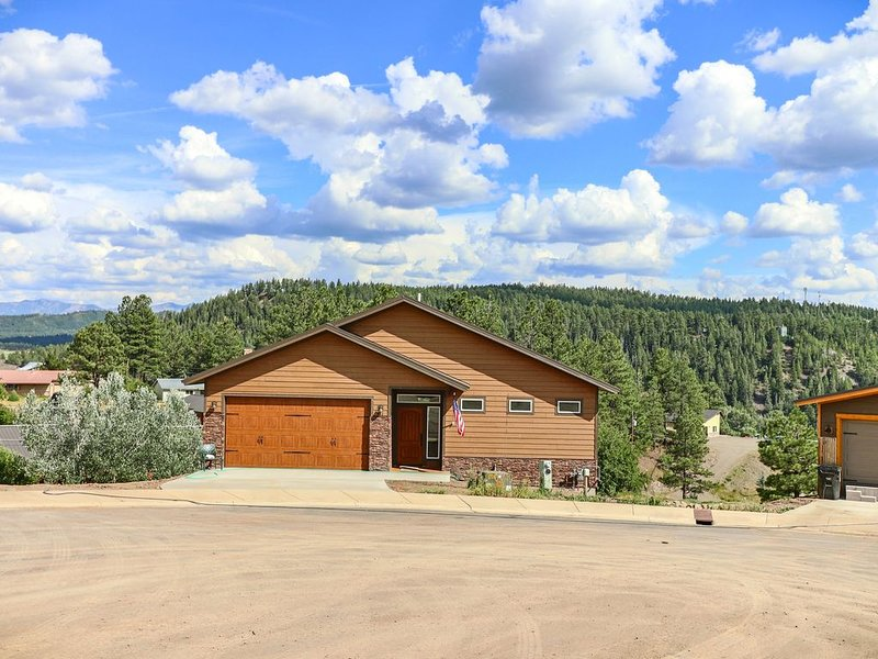 Exquisite home on the hill overlooking Pagosa Springs!, holiday rental in Pagosa Springs