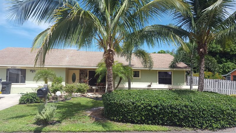 Family and Pet Friendly Tropical Paradise, holiday rental in Stuart