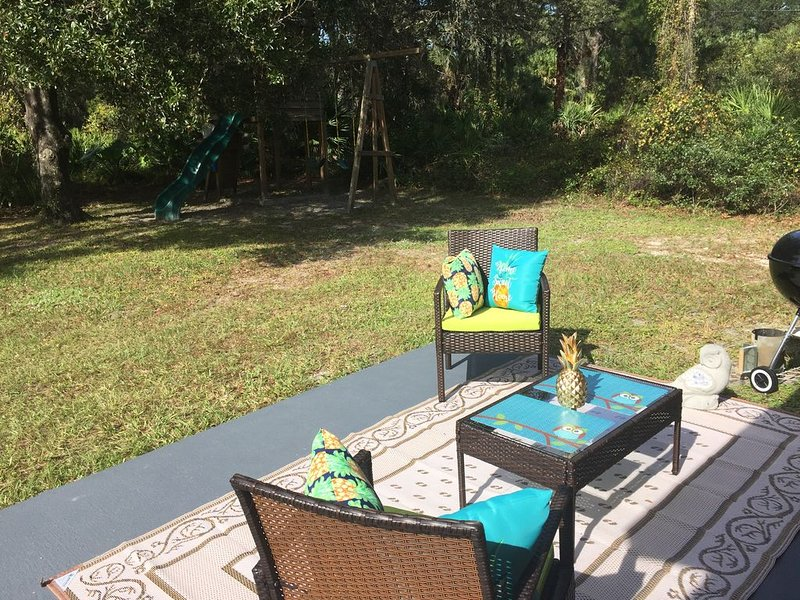 Cozy and stylish house with wooded view in North Port, Fl, vacation rental in North Port
