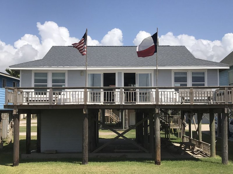 Beach Front Home with Spectacular Views on Middle Beach, holiday rental in Surfside Beach