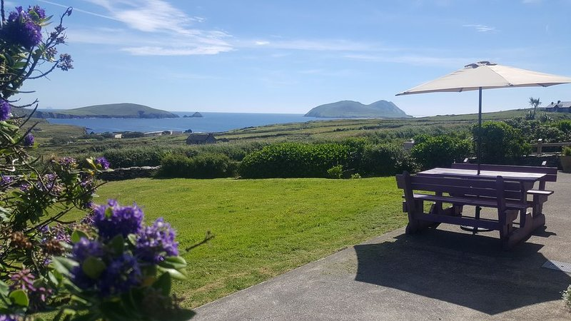 Breathtaking scenery of Great Blaskets and Skellig Islands on Wild Atlantic Way, holiday rental in Dingle Peninsula