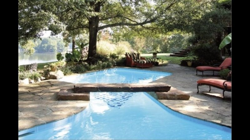 Lake Hamilton, Private Pool, Sleeps 23, Retreats, Weddings, Events, 36 Acres, holiday rental in Pearcy