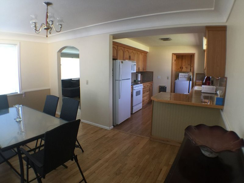 Charming Mid-Century Home - Centrally Located in Kennewick, WA, vacation rental in Kennewick